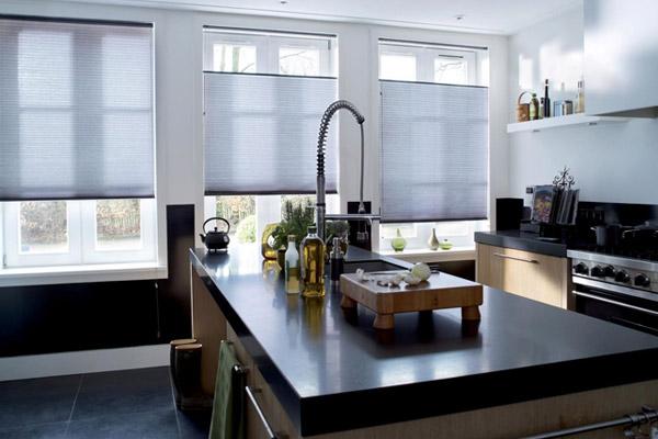 Plissé gordijnen in keuken